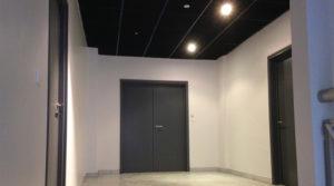 Porte d'entrée des bureaux à louer en espace de coworking à Bordo Buro